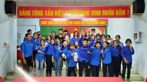 Chi đoàn thôn Đồng Tràm Tây tổ chức sinh hoạt chi đoàn chủ điểm tháng 3