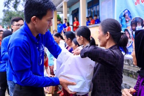 """Chương trình Tình nguyện mùa Đông  """"Hành trình xanh - trao yêu thương"""" năm 2018"""
