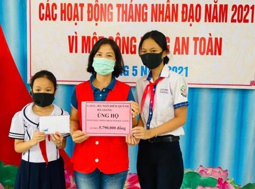 'Đập heo' gửi tặng chiến sĩ tuyến đầu Bắc Giang