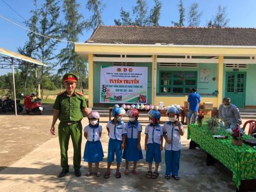 Hương An tổ chức tuyên truyền Luật giao thông đường bộ trong trường học năm học 2021-2022