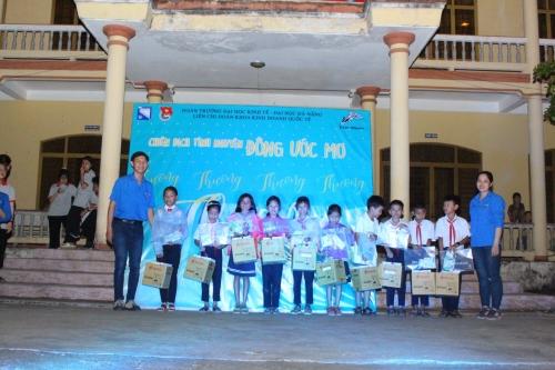 Liên chi đoàn khoa Kinh doanh quốc tế, trường ĐH Kinh tế Đà Nẵng phối hợp với Đoàn xã Quế Minh tổ chức Chiến dịch tình nguyện năm 2021