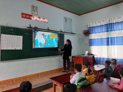 Liên Đội TH Đông Phú: Giáo dục chủ quyền biển, đảo kỷ niệm ngày Quân đội Nhân dân Việt Nam