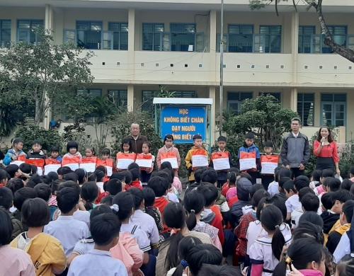 """Liên đội TH Đông Phú: Tổ chức chương trình """"Tết vì bạn nghèo"""""""