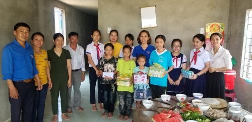 """Liên đội TH & THCS Đông phú tổ chức """"Bữa cơm Đội viên"""""""