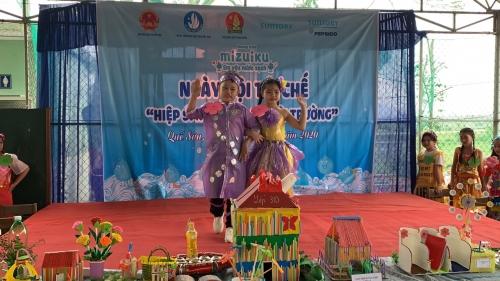 """Liên đội trường Tiểu học Quế Châu tổ chức Ngày hội tái chế """"Hiệp sỹ Mizu bảo vệ môi trường"""""""