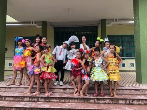"""Liên đội trường Tiểu học Quế Mỹ tổ chức Ngày hội tái chế """"Hiệp sỹ Mizu bảo vệ môi trường"""""""
