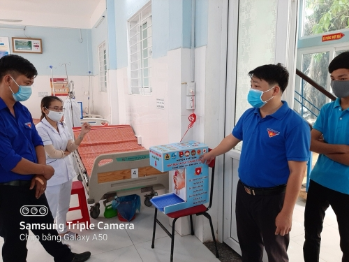 Sản xuất và lắp 13 máy sát khuẩn tự động phòng dịch Covid-19