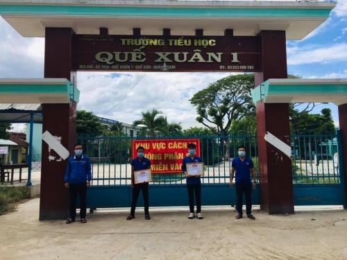 Thường trực Huyện đoàn thăm và khen thưởng 02 tình nguyện viên trực tiếp tham gia chuyến công tác đón  người dân Quế Sơn về từ thành phố Hồ Chí Minh