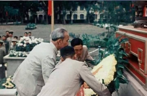 Tình cảm của Bác Hồ với Liệt sĩ và chiến sĩ